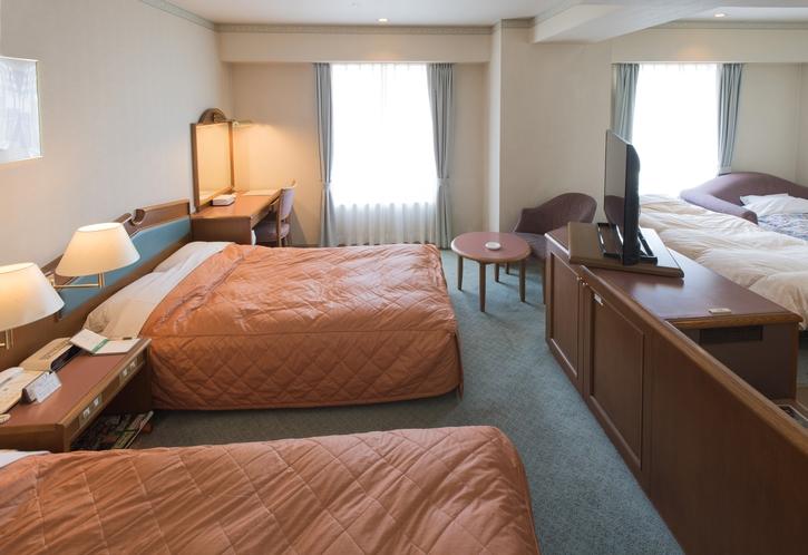 4名1室 32㎡ ベッドサイズ198cmx125cmx2台、ソファーベッド1台、エキストラベッド1台