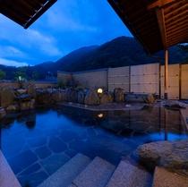夜間の女性大浴場(露天風呂)