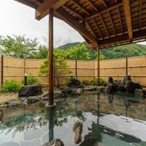 昼間の男性大浴場(露天風呂)