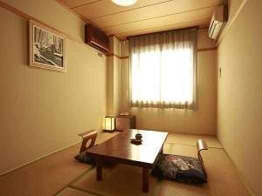 お部屋は狭いけど…温泉と地元の旬の食材を楽しむ♪ 【三日月プラン】