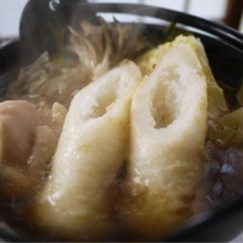秋田の郷土料理「きりたんぽ鍋」