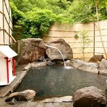■【お見合い露天風呂】ほど良い温度で、いつまでも入っていたくなります