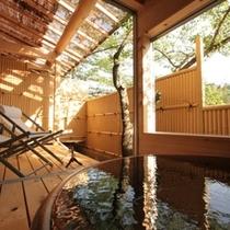 ■【露天風呂付客室】新緑の客室専用露天風呂と広いウッドデッキ