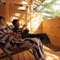 ■【露天風呂付客室】広いウッドデッキで日向ぼっこ