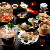 ■小鍋付き季節の和会席料理・・・当館料理長の腕自慢でお客様にも好評です!(酒器は演出です)