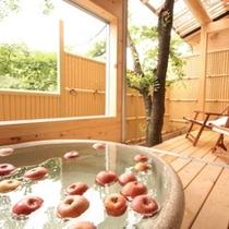 ■【露天風呂付客室】季節によって客室露天風呂でりんご風呂(フルーツ風呂)をお愉しみいただけます