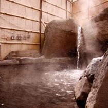 ■【お見合い露天風呂】湯気に冬の陽が射して幻想的に・・・