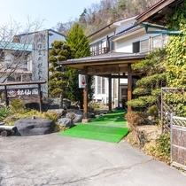 ■【外観】ひっそりと佇む温泉旅館