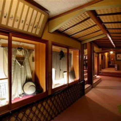 古美術が並ぶ館内