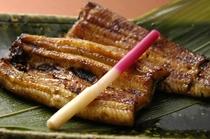 【成田名物 鰻の蒲焼(一例)】