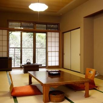 日本情緒あふれるレトロな本館