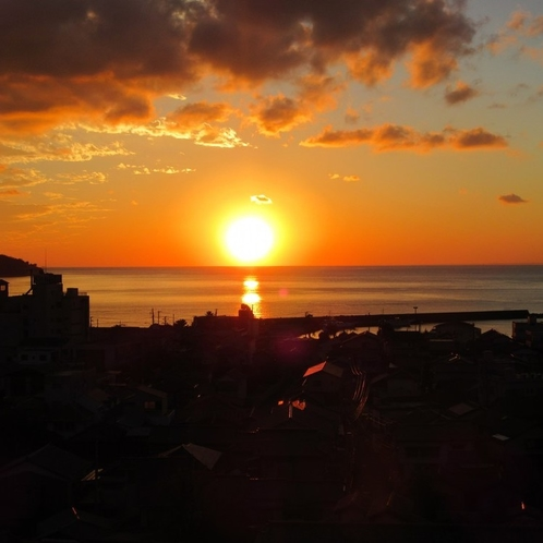 駿河湾に沈む夕日(新館 詩季亭)