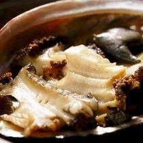 磯の香り豊かな「鮑のステーキ」一例