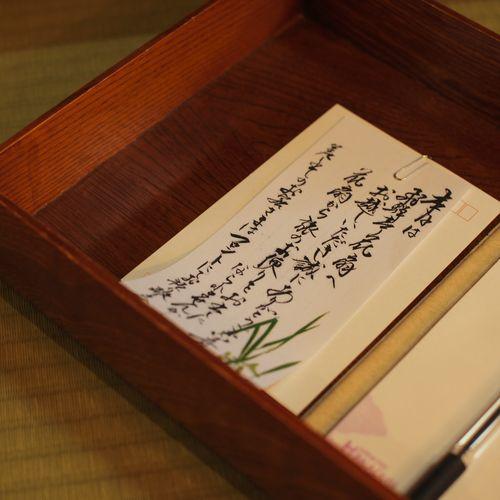 【各客室】遠く離れたご家族やご友人にゆっくり便りが書けるのも、宿ごもりの醍醐味。