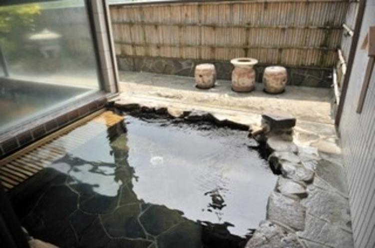 源泉掛け流し 岩風呂