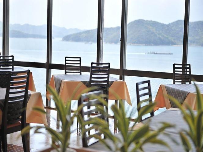 レストラン会場は瀬戸内海を一望頂けます。