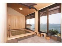 【貸切展望風呂・千寿の湯】檜のお風呂 ■誰にも邪魔されないプライベートなひとときをお楽しみ下さい。■