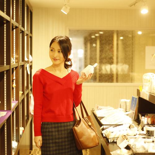 【売店】女将選りすぐりの品を集めた売店です。外国人の方免税対応可能。
