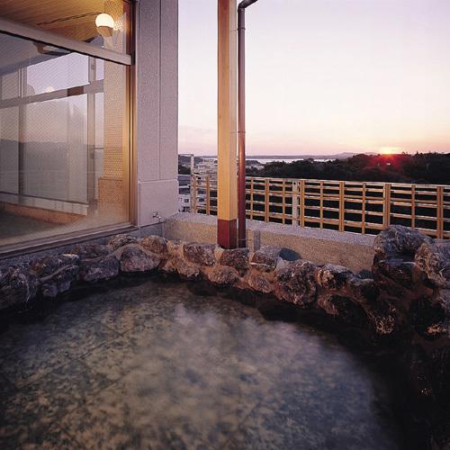 【大浴場】当館の浴場はすべて榊原の湯を使用。pH9.3の美肌温泉を心行くまでお楽しみください