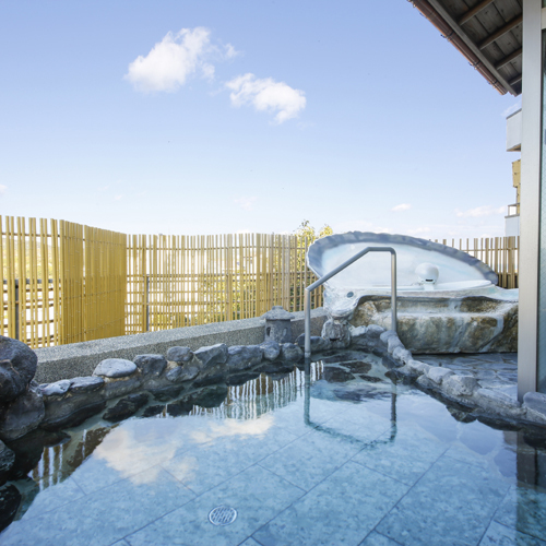 【女子露天風呂】美肌の榊原の湯を使用。PH9,3のとろとろの温泉をお楽しみ下さい。