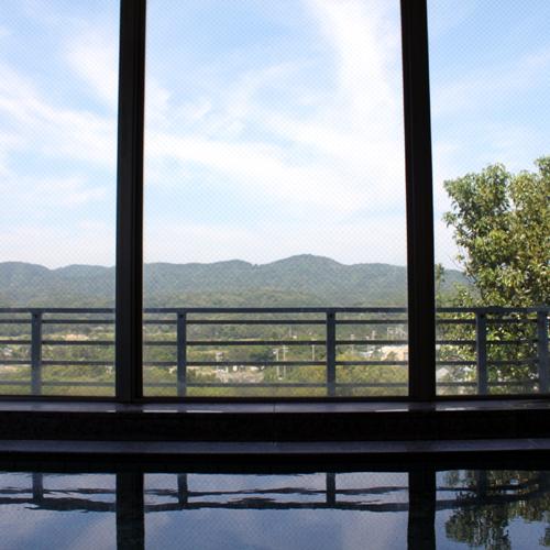 【大浴場】相差はリアス式海岸の真っただ中!海と山、両方の景色が日頃の疲れを忘れさせます。