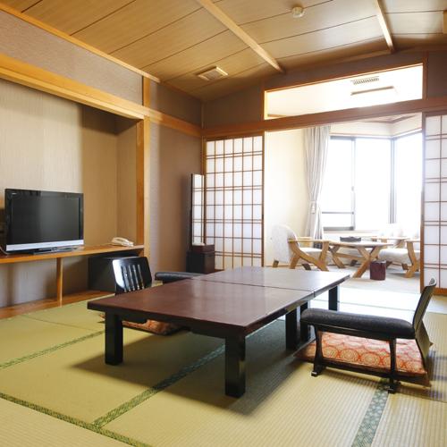 【和室】全室ウォシュレット、液晶TV完備。角度は変わりますが、どのお部屋からも海が見えます。