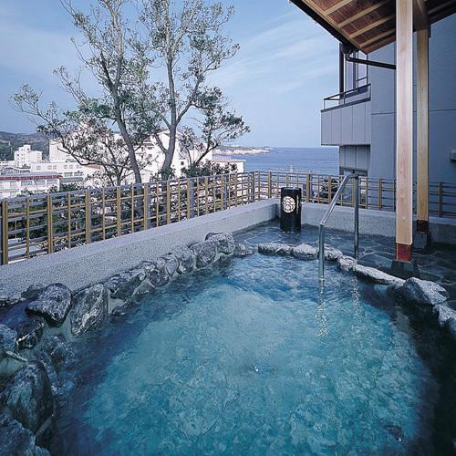 【大浴場】昼は青々とした太平洋を、夕刻には茜色に染まる海と田園風景をお楽しみ頂けます。