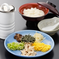 ホテル朝食で人気の「鶏飯(けいはん)」