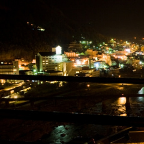 すべてのお部屋から温泉街の夜景が楽しめます。