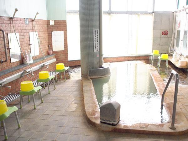 ◆100%源泉掛け流しの炭酸泉で日頃の疲れを癒せます。