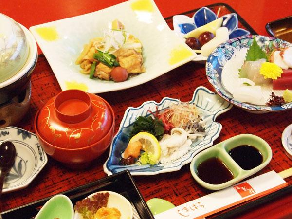 ◆お夕食の一例。有明の海の幸と島原の自然の恵みを活かした会席料理です。