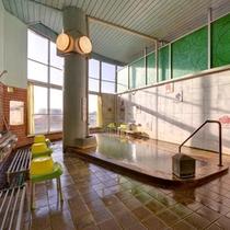 *風呂/島原温泉の泉質は炭酸水素塩泉。美肌効果、肩こり、腰痛、リウマチ等に効きます。