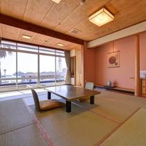 *和室(海側)/有明海を望むお部屋。波の音をBGMに癒しの休日をお過ごしください。