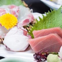 *お夕食一例(お造り)/有明海で水揚げされた新鮮な海の幸を彩り豊かに盛り付けました。