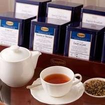 茶葉のみを使い、ティーパックは使用しない。最高品質のロンネフェルト社(ドイツ)製の紅茶のみを使用。