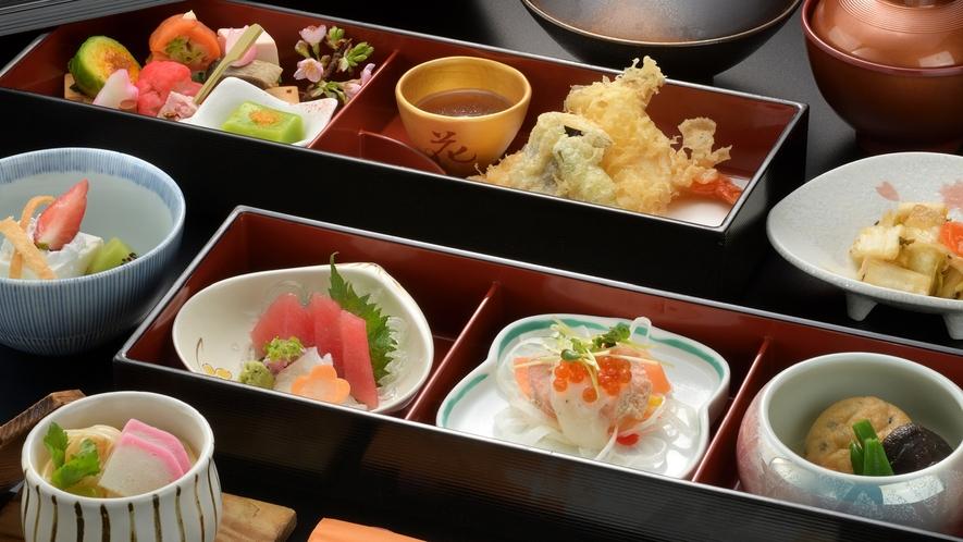 【折詰御膳】お部屋に折詰御膳styleのご夕食をお持ちいたします。