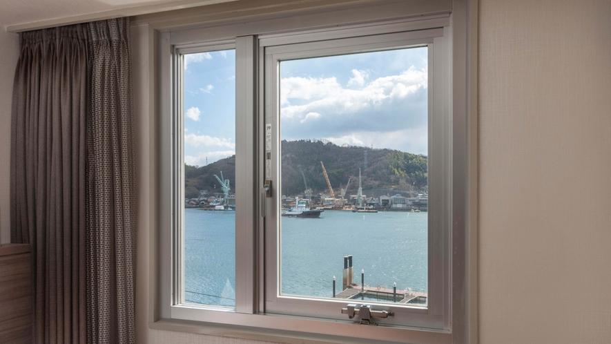 尾道水道側の客室からの眺望(一例)※階層、部屋の位置により異なります