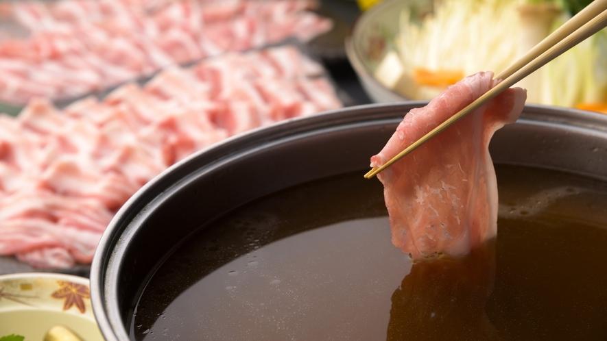 定番!もち豚しゃぶしゃぶ「鶏がら黄金スープ」