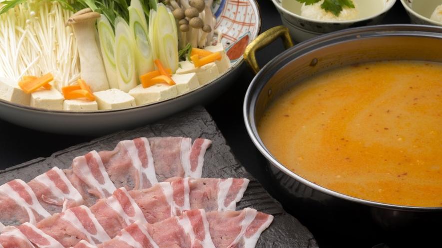 濃厚!もち豚しゃぶしゃぶ「鶏白湯赤鍋スープ」