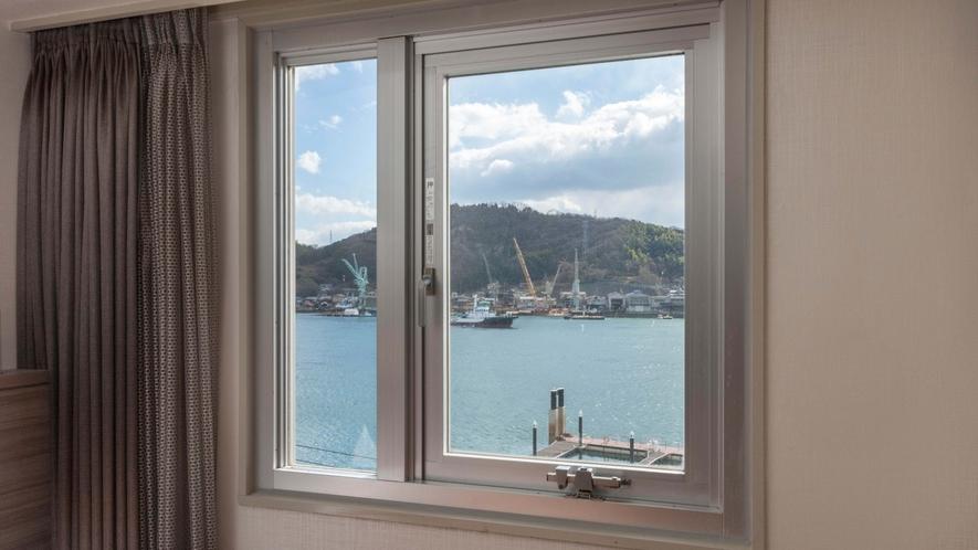 尾道水道側の客室からの眺望の一例