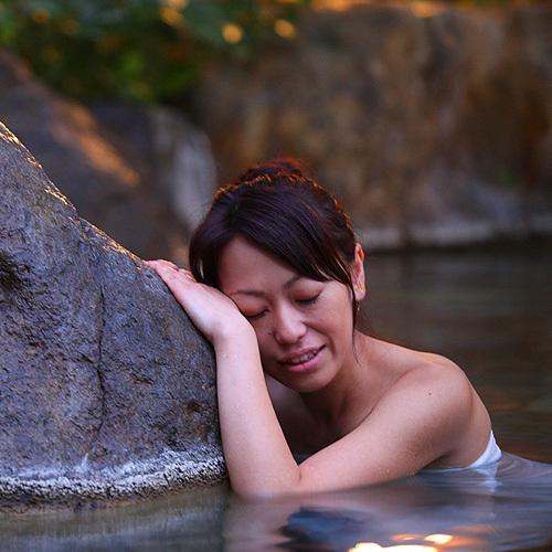 岩風呂にて癒しのひととき