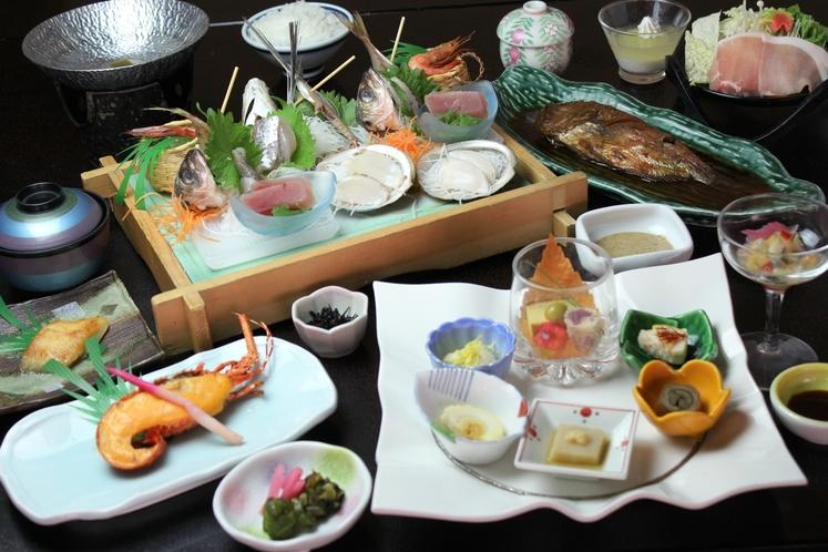 【竹】旬の地魚が入った刺身板盛り+伊勢海老雲丹素焼き&旬彩御膳盛付きプラン♪