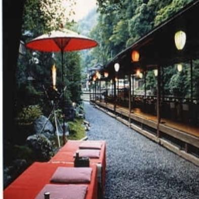 【夏旅セール】3密を避け穴場高雄ではゆったり 高雄の納涼「川床」で・料理は「ほたるの膳コース」