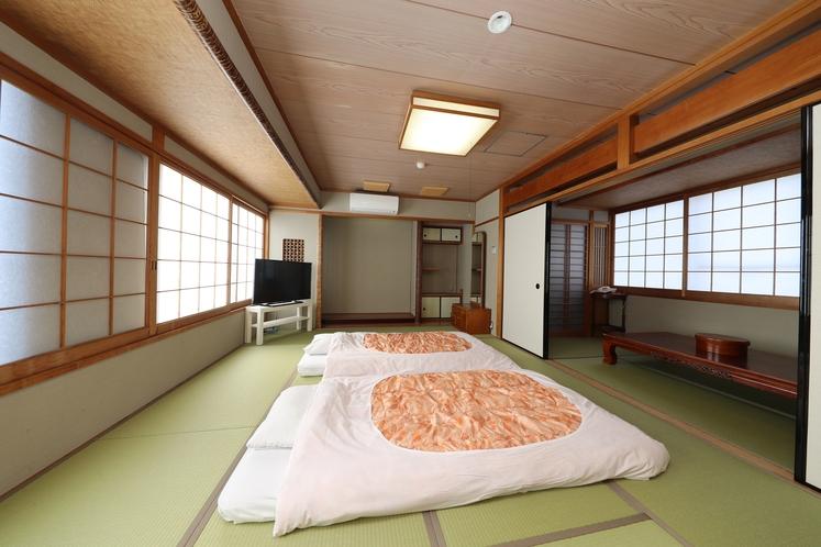 和室 10畳+4畳 最大5名様までご利用できます。小さなお子様などにも安心ですね