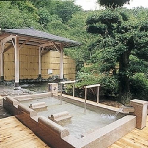 ゆったりと体を伸ばしながら温泉につかり、伏尾の山々の景色を満喫してください。