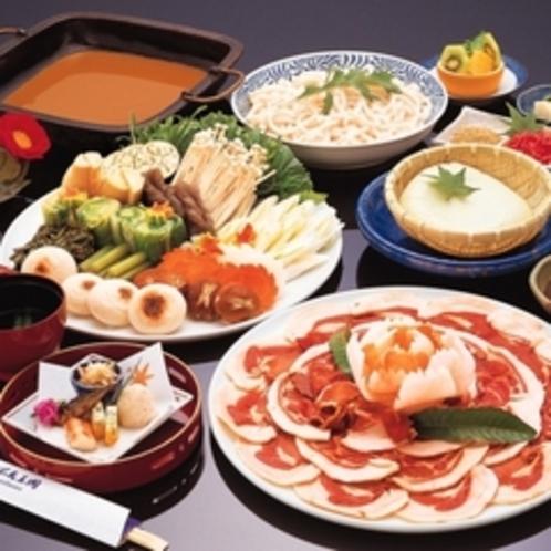 【冬季限定!】落語「池田の猪買い」でも有名なイノシシ料理。不死王閣の名物です。