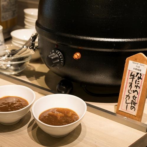 【朝食】なにわの女将の牛スジカレーは、大阪の女将が監修したカレーです。
