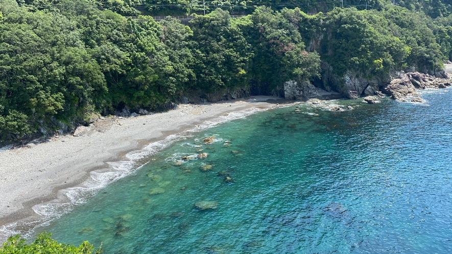 ホテルからの眺望〜エメラルドグリーンの海〜