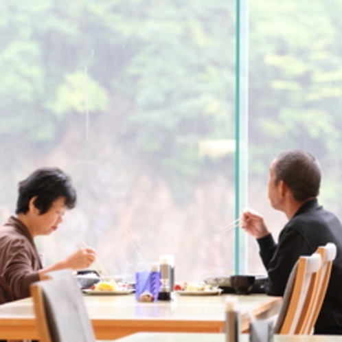 【朝食バイキング】朝の山の景色や静けさが、朝食に隠された調味料でもあります。