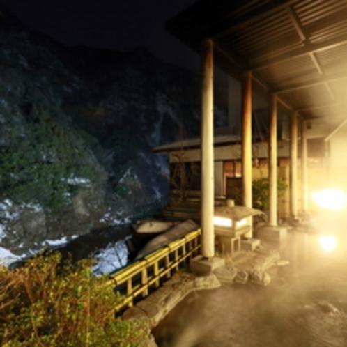 【露天風呂付大浴場】夜の静寂の中での湯浴みは都会の喧騒や日々のストレスを忘れさせてくれます。
